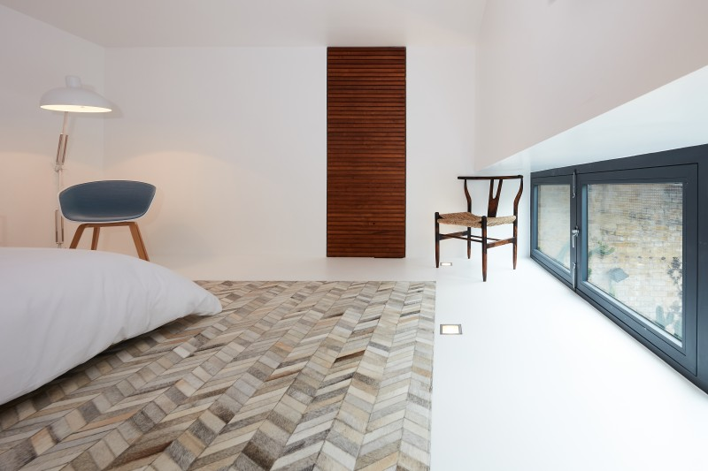 Solid white resin floors in LuxSphere by Sphere8