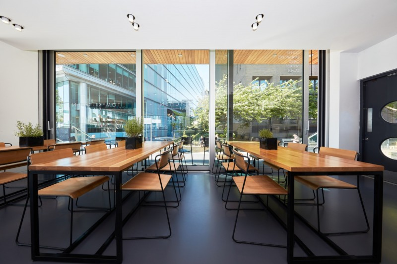 Restaurant resin flooring by Sphere8