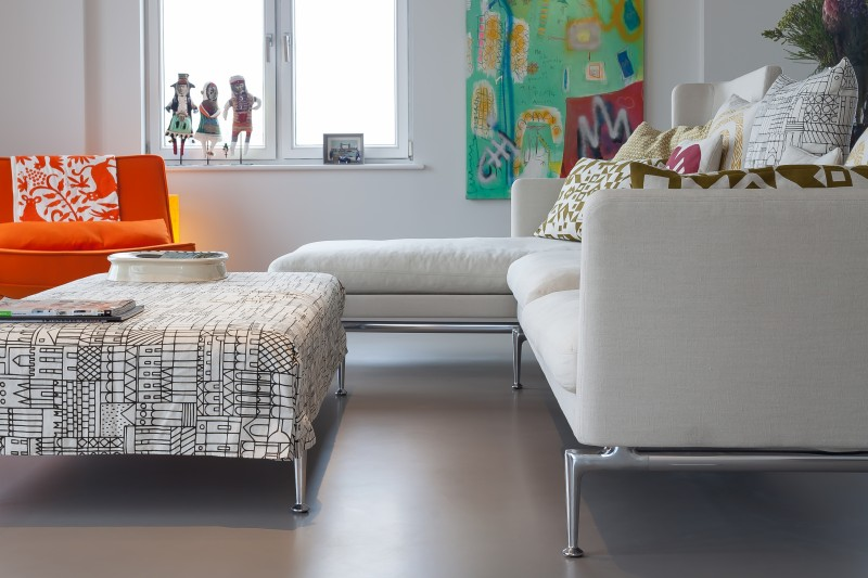 Neutral resin floors